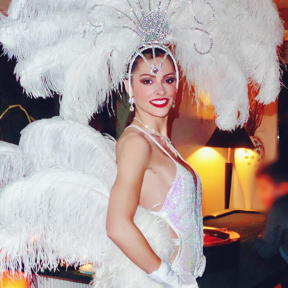Hôtesse Las Vegas à plumes