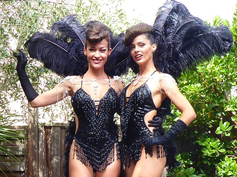 Meneuse de revue showgirl costume plumes Noir